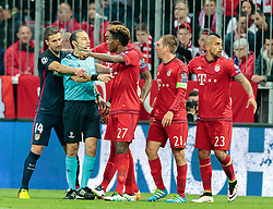 03.05.2016, Allianz Arena, Muenchen, GER, UEFA CL, FC Bayern Muenchen vs Atletico Madrid, Halbfinale, Rueckspiel, im Bild Gabi (Atletico Madrid), Schiedsrichter Cueneyt Cakir (TUR), David Alaba (FC Bayern Muenchen), Philipp Lahm (FC Bayern Muenchen), Arturo Vidal (FC Bayern Muenchen) // Gabi (Atletico Madrid) Referee Cueneyt Cakir (TUR) David Alaba (FC Bayern Muenchen) Philipp Lahm (FC Bayern Muenchen) Arturo Vidal (FC Bayern Muenchen) during the UEFA Champions League semi Final, 2nd Leg match between FC Bayern Munich and Atletico Madrid at the Allianz Arena in Muenchen, Germany on 2016/05/03. EXPA Pictures © 2016, PhotoCredit: EXPA/ JFK