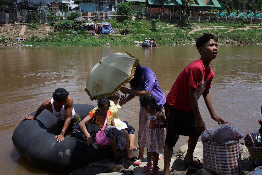 The Moei river mark the border between Thailand and Myanmar..Daily a huge number of people and goods cross the river illegaly in both directions.