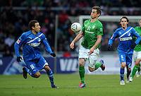 FUSSBALL   1. BUNDESLIGA   SAISON 2011/2012   21. SPIELTAG Werder Bremen - 1899 Hoffenheim                        11.02.201 Fabian Johnson (li, TSG 1899 Hoffenheim) gegen Markus Rosenberg (re, SV Werder Bremen)