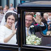 NLD/Apeldoorn/20130105 - Huwelijk prins Jaime en prinses Viktoria Cservenyak, het bruidspaar in de trouwauto