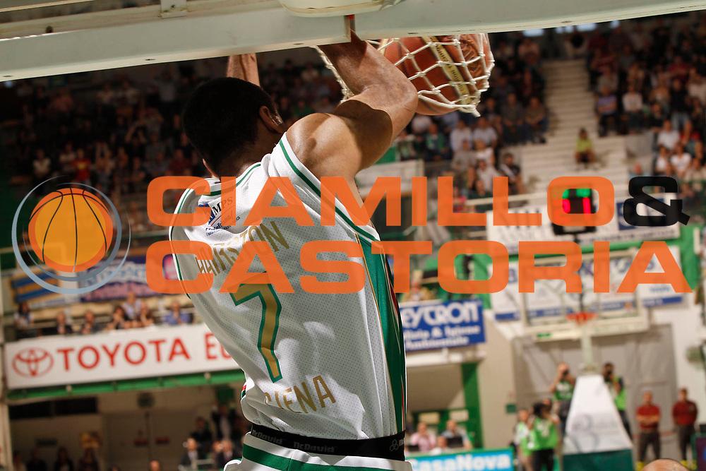DESCRIZIONE : Siena Lega A 2010-11 Semifinale Play off Gara 2 Montepaschi Siena Benetton Treviso<br /> GIOCATORE : Malik Hairston<br /> SQUADRA : Montepaschi Siena<br /> EVENTO : Campionato Lega A 2010-2011<br /> GARA : Montepaschi Siena Benetton Treviso<br /> DATA : 02/06/2011<br /> CATEGORIA : schiacciata<br /> SPORT : Pallacanestro<br /> AUTORE : Agenzia Ciamillo-Castoria/P.Lazzeroni<br /> Galleria : Lega Basket A 2010-2011<br /> Fotonotizia : Siena Lega A 2010-11  Semifinale Play off Gara 2  Montepaschi Siena Benetton Treviso<br /> Predefinita :
