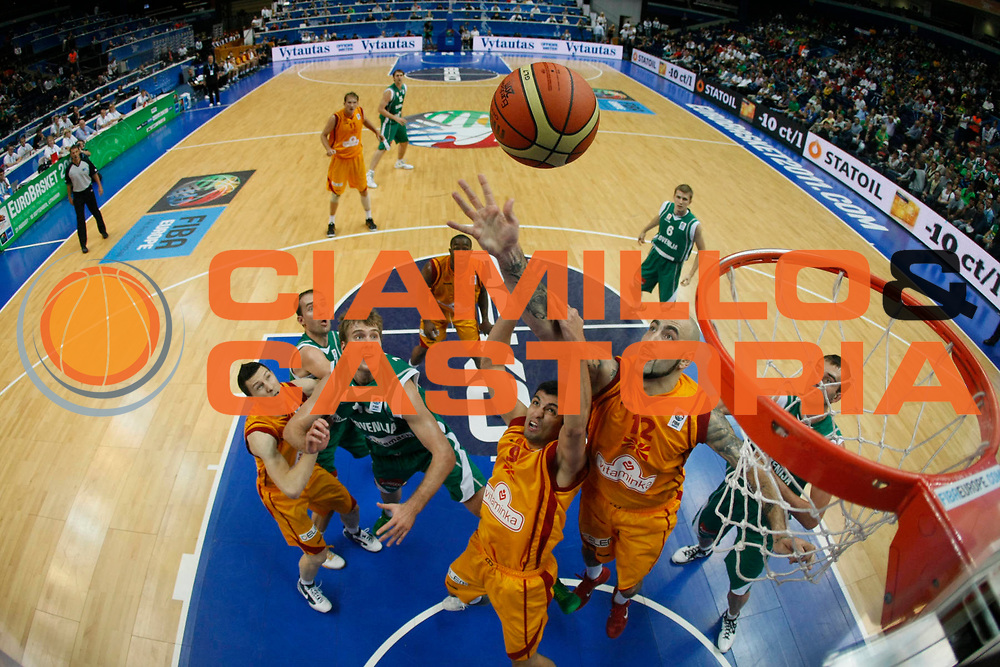 DESCRIZIONE : Vilnius Lithuania Lituania Eurobasket Men 2011 Second Round Macedonia Slovenia FYR of Macedonia Slovenia<br /> GIOCATORE : Pero Antic<br /> SQUADRA : FYR of Macedonia Macedonia<br /> EVENTO : Eurobasket Men 2011<br /> GARA : Macedonia Slovenia FYR of Macedonia Slovenia<br /> DATA : 10/09/2011<br /> CATEGORIA : rimbalzo special<br /> SPORT : Pallacanestro <br /> AUTORE : Agenzia Ciamillo-Castoria/M.Metlas<br /> Galleria : Eurobasket Men 2011<br /> Fotonotizia : Vilnius Lithuania Lituania Eurobasket Men 2011 Second Round Macedonia Slovenia FYR of Macedonia Slovenia<br /> Predefinita :