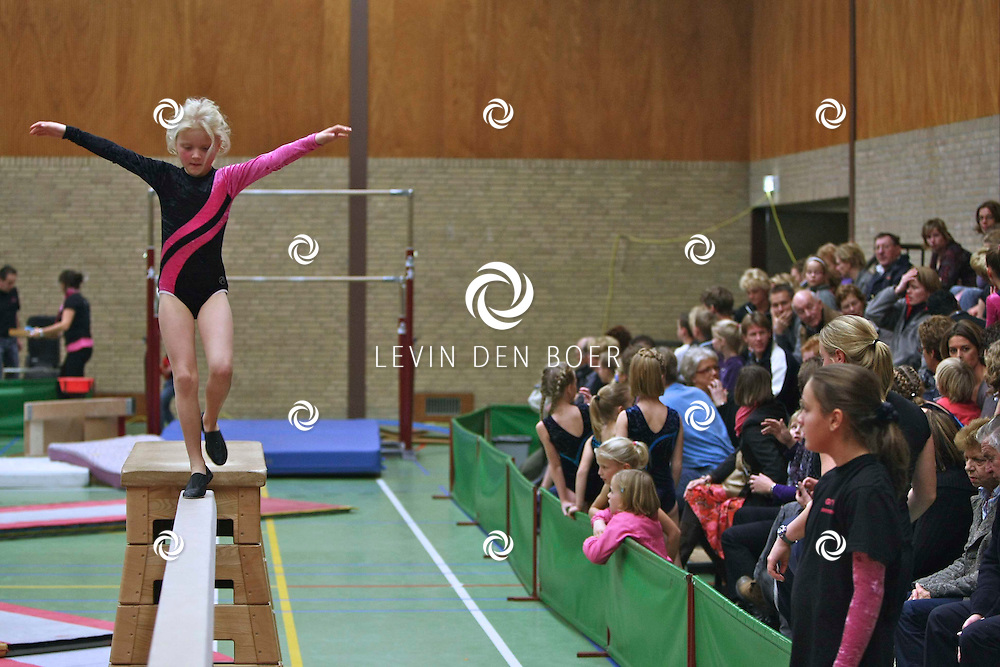 AMMERZODEN- In de sporthal De Treffer hield turnvereniging GTV hun Turnkampioenschap. FOTO LEVIN DEN BOER / PERSFOTO.NU