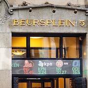 NLD/Amsterdam/20160121 - Winkels in het Amsterdamse straatbeeld, gebouw van Beursplein 5 Amsterdam met de koersen van KPN, ING en NN, Nationalde Nederlanden op de gevel