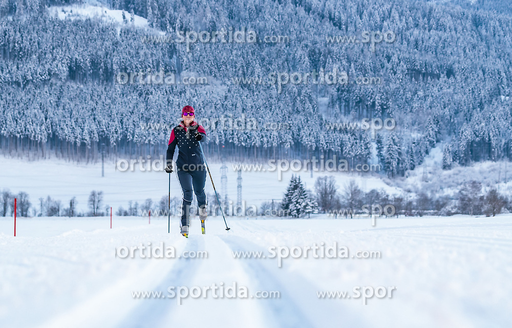 THEMENBILD - eine Langläuferin auf einer Loipe mit Winterlandschaft, aufgenommen am 4. Feber 2018 in Zell am See, Österreich // a female cross-country skier on a ski trail with a winter landscape, Zell am See, Austria on 2018/02/04. EXPA Pictures © 2018, PhotoCredit: EXPA/ JFK