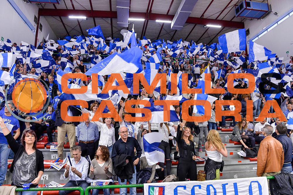 DESCRIZIONE : Beko Legabasket Serie A 2015- 2016 Playoff Quarti di Finale Gara3 Dinamo Banco di Sardegna Sassari - Grissin Bon Reggio Emilia<br /> GIOCATORE : Settore D<br /> CATEGORIA : Tifosi Pubblico Spettatori Bandiere Bandierine<br /> SQUADRA : Dinamo Banco di Sardegna Sassari<br /> EVENTO : Beko Legabasket Serie A 2015-2016 Playoff<br /> GARA : Quarti di Finale Gara3 Dinamo Banco di Sardegna Sassari - Grissin Bon Reggio Emilia<br /> DATA : 11/05/2016<br /> SPORT : Pallacanestro <br /> AUTORE : Agenzia Ciamillo-Castoria/L.Canu