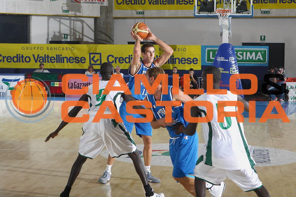 DESCRIZIONE : Bormio Torneo Internazionale Maschile Diego Gianatti Italia Senegal<br /> GIOCATORE : Luigi Datome<br /> SQUADRA : Italia Italy<br /> EVENTO : Raduno Collegiale Nazionale Maschile <br /> GARA : Italia Senegal Italy <br /> DATA : 17/07/2009 <br /> CATEGORIA :  passaggio<br /> SPORT : Pallacanestro <br /> AUTORE : Agenzia Ciamillo-Castoria/C.De Massis