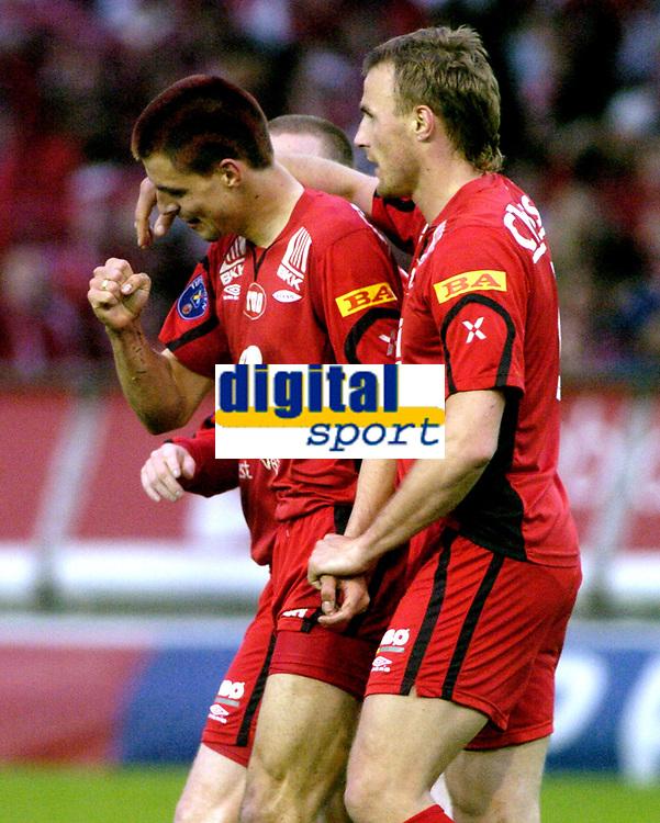Fotball, Tippeligaen, 29 Mai 2005, Brann - Lyn, Sæternes og Scharner jubler etter skåring av Scharner..  Foto: Kjetil Espetvedt, Digitalsport.