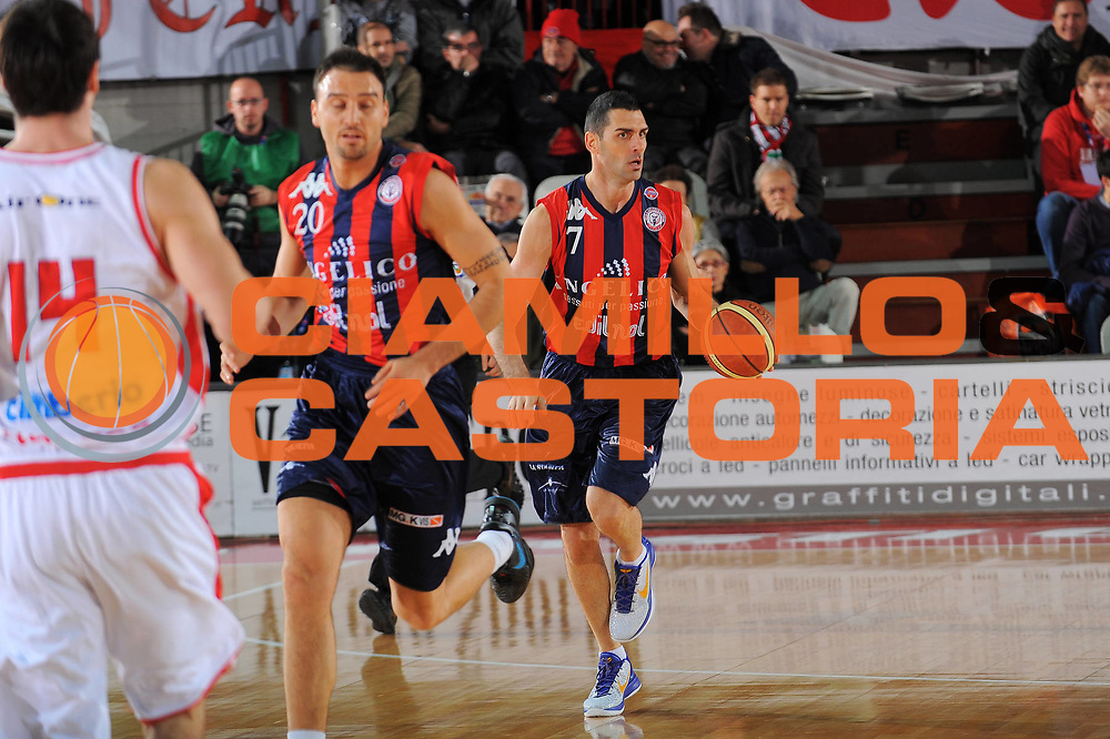 DESCRIZIONE : Varese Lega A 2011-12 Cimberio Varese Angelico Biella<br /> GIOCATORE : Matteo Soragna<br /> CATEGORIA : Palleggio<br /> SQUADRA : Angelico Biella<br /> EVENTO : Campionato Lega A 2011-2012<br /> GARA : Cimberio Varese Angelico Biella<br /> DATA : 18/12/2011<br /> SPORT : Pallacanestro<br /> AUTORE : Agenzia Ciamillo-Castoria/A.Dealberto<br /> Galleria : Lega Basket A 2011-2012<br /> Fotonotizia : Varese Lega A 2011-12 Cimberio Varese Angelico Biella<br /> Predefinita :