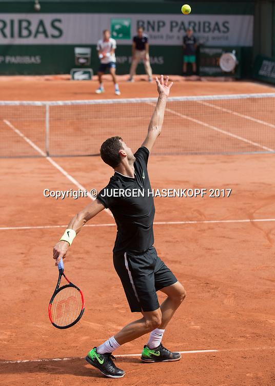 GRIGOR DIMITROV (BUL) ,Aufschlag, Ballwurf,Rueckenansicht,von hinten,<br /> <br /> Tennis - French Open 2017 - Grand Slam / ATP / WTA / ITF -  Roland Garros - Paris -  - France  - 2 June 2017.