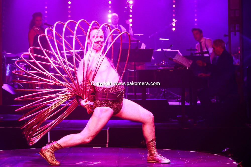 "Edinburgh, Scotland 21st November 2017.  press call of ""La Clique Noël"" will be performed during Edinburgh's Christmas at  Festival Square Spiegeltent, Lothian Road. Pictured: Craig Reid. Pako Mera/Alamy Live News"