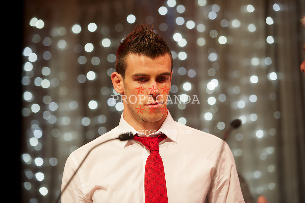 CARDIFF, WALES - Monday, October 8, 2012: Wales' Gareth Bale receives the Fans Player of the Year award during the FAW Player of the Year Awards Dinner at the National Museum Cardiff. (Pic by David Rawcliffe/Propaganda)