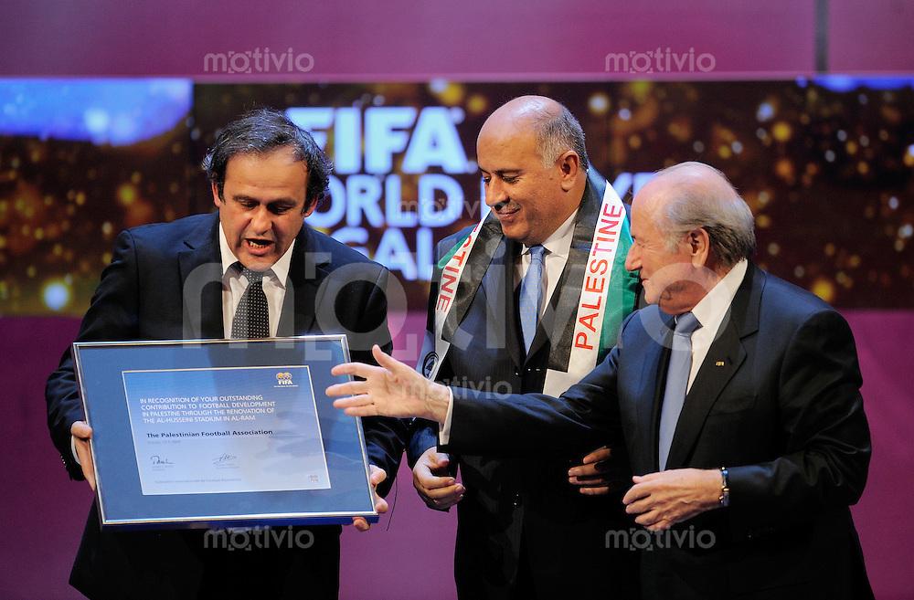 Fussball International  FIFA Gala  FIFA Weltfussballer 2008   12.01.2009 FIFA Praesident Joseph S. Blatter (re, SUI) mit dem  Palaestinensischen Fussballverband Praesident   Jibril Rajoub