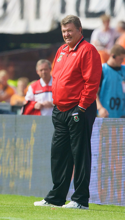 ROTTERDAM, THE NETHERLANDS - Sunday, June 1, 2008: Wales' manager John Toshack MBE during the international friendly match against the Netherlands at the de Kuip Stadium. (Photo by David Rawcliffe/Propaganda)