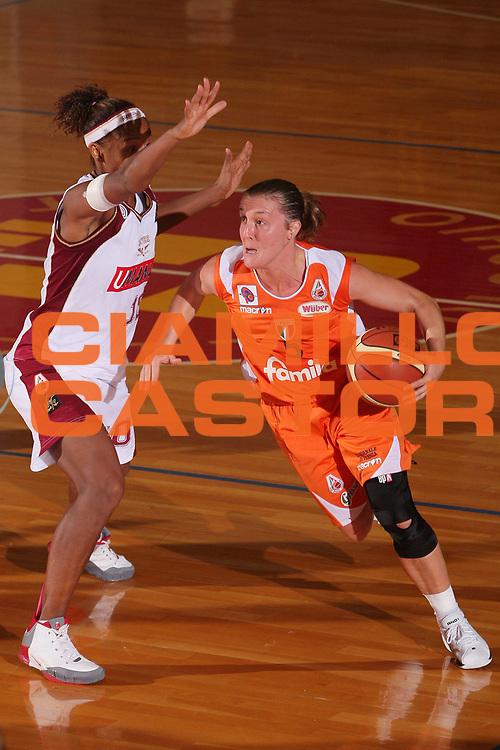 DESCRIZIONE : Schio Lega A1 Femminile 2008-09 Supercoppa Famila Wuber Schio Umana Reyer Venezia <br /> GIOCATORE : Elisabetta Moro <br /> SQUADRA : Famila Wuber Schio <br /> EVENTO : Campionato Lega A1 Femminile 2008-2009 <br /> GARA : Famila Wuber Schio Umana Reyer Venezia <br /> DATA : 08/10/2008 <br /> CATEGORIA : Penetrazione <br /> SPORT : Pallacanestro <br /> AUTORE : Agenzia Ciamillo-Castoria/S.Silvestri