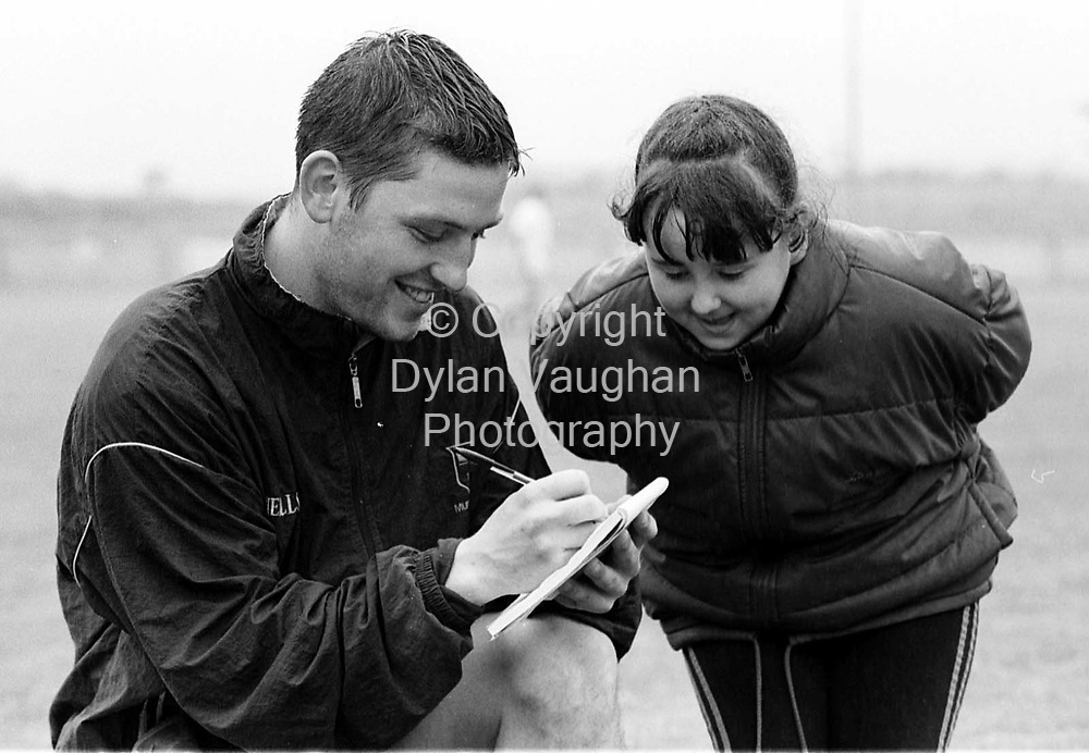 WATERFORDS KEN MCCATHY PICTURED SIGNING AN AUTOGRAPH FOR CLAITE COWMAN  DURING TRAINING AT WALSH PARK IN WATERFORD .PICTURE DYLAN VAUGHAN.