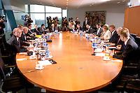 01 MAY 2006, BERLIN/GERMANY:<br /> Uebersicht Kabinettstisch, vor Beginn einer Sitzung des Koalitionsausschusses mit Angela Merkel, Kurt Beck, Franz Muentefering, Edmund Stoiber, u.a., Kleiner Kabinettsaal, Bundeskanzleramt<br /> IMAGE: 20060501-02-056<br /> KEYWORDS: Koalitionsausschuss, Übersicht, Tisch, Saal