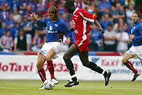 Fotball, 21. juli 2003, Vålerenga-Brann 0-2. Seyi George Olofinjana, Brann, og David Hanssen, Vålerenga