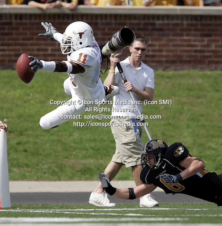 01 October 2005: Texas Longhorns WR Ramonce Taylor dives for a touchdown in the 3rd quarter in a 51-20 win over the Missouri Tigers at Faurot Field at Memorial Stadium in Columbia, MO.