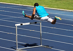 01.08.2013, Stadion der Stadt Linz, AUT, USA Track & Field Team Camp, im Bild Aries Merritt, USA, Olympiasieger, Weltrekordler 110m Hürden // Aries Merritt, USA of the USA, during a practice session of USA Track & Field, Stadium der Stad Linz, Austria on 2013/08/01. EXPA Pictures © 2013, PhotoCredit: EXPA/ Reinhard Eisenbauer