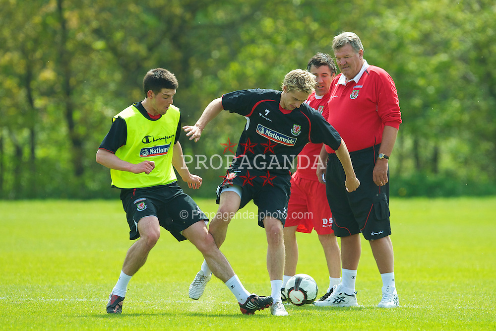 CARDIFF, WALES - Thursday, May 20, 2010: Wales' Mark Bradley challenges David Edwards as manager John Toshack MBE looks on during a training session at the Vale of Glamorgan Hotel ahead of the International Friendly match against Croatia. (Pic by David Rawcliffe/Propaganda)
