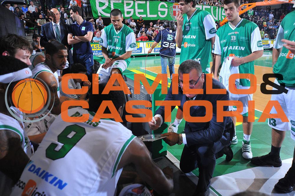 DESCRIZIONE : Treviso Lega A 2009-10 Playoff Quarti di Finale Gara 3 Benetton Treviso Montepaschi Siena<br /> GIOCATORE : Jasmin Repesa Coach<br /> SQUADRA : Benetton Treviso<br /> EVENTO : Campionato Lega A 2009-2010 <br /> GARA : Benetton Treviso Montepaschi Siena<br /> DATA : 24/05/2010<br /> CATEGORIA : Time Out<br /> SPORT : Pallacanestro <br /> AUTORE : Agenzia Ciamillo-Castoria/M.Gregolin<br /> Galleria : Lega Basket A 2009-2010 <br /> Fotonotizia : Treviso Lega A 2009-10 Playoff Quarti di Finale Gara 1 Benetton Treviso Montepaschi Siena<br /> Predefinita :