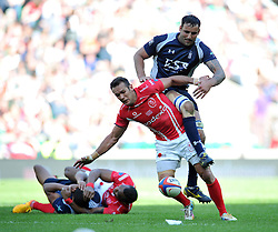 LCpl Gerhard Wessels of the Army competes with Cpl Dave Fairbrother of the Royal Navy for the ball - Photo mandatory by-line: Patrick Khachfe/JMP - Mobile: 07966 386802 09/05/2015 - SPORT - RUGBY UNION - London - Twickenham Stadium - Army v Royal Navy - Babcock Trophy