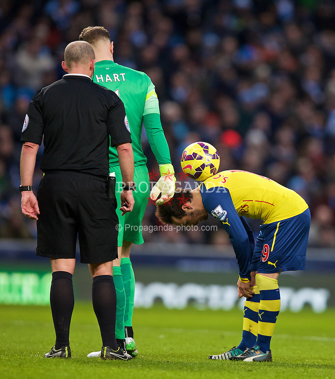 MANCHESTER, ENGLAND - Sunday, January 18, 2015: Manchester City's goalkeeper Joe Hart puts the ball on top of Arsenal's penalty taker Santi Cazorla during the Premier League match at the City of Manchester Stadium. (Pic by David Rawcliffe/Propaganda)