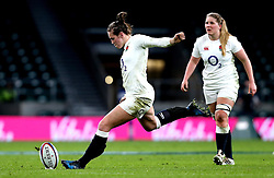 Emily Scarratt of England kicks a penalty - Mandatory by-line: Robbie Stephenson/JMP - 04/02/2017 - RUGBY - Twickenham - London, England - England v France - Women's Six Nations