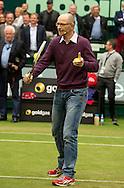 Matthias Stach TV Kommentator spielt Volley auf dem Platz und kommentiert,kurios,<br /> <br /> Tennis - Gerry Weber Open - ATP 500 -  Gerry Weber Stadion - Halle / Westf. - Nordrhein Westfalen - Germany  - 19 June 2015. <br /> &copy; Juergen Hasenkopf