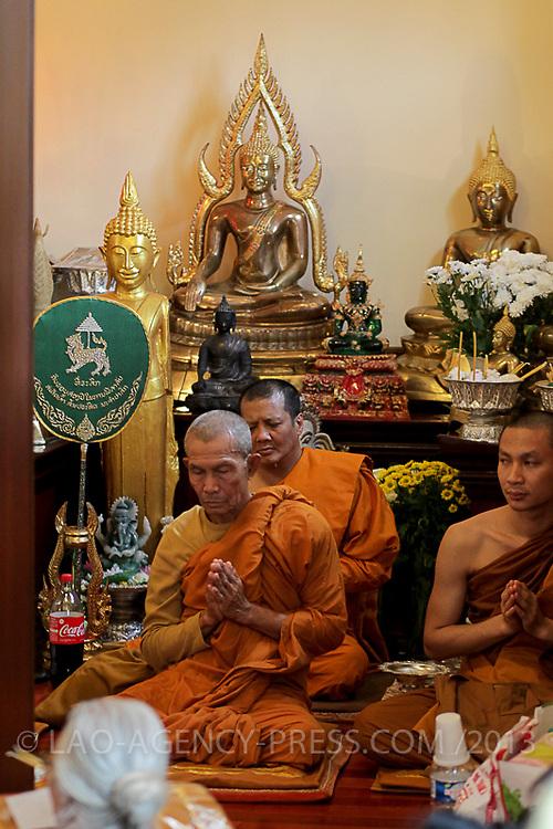 Les héritiers de la maison princière commémorent la naissance du royaume de champassak. Plusieurs anciens dignitaires et le prince régent S.A.R. Sauriyavong Savang se joignent à la cérémonie.  Le vénérable prhakrouSavat Nitsaybandhit conduit les offices religieuses à la pagode de Dhammabhirom.