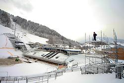 17.01.2013, Schladming, AUT, FIS Weltmeisterschaften Ski Alpin, Schladming 2013, Vorberichte, im Bild Bauarbeiter auf der Zuschauertribüne am 17.01.2013 // building worker at the visitors tribune on 2013/01/17, preview to the FIS Alpine World Ski Championships 2013 at Schladming, Austria on 2013/01/17. EXPA Pictures © 2013, PhotoCredit: EXPA/ Martin Huber