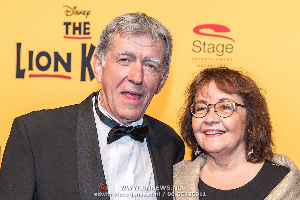 NLD/Scheveningen/20161030 - Premiere musical The Lion King, Bartho Braat en partner Jetske van den Bijtel