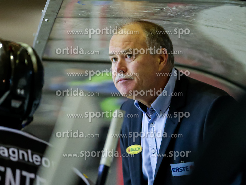 06.12.2015, Messestadion, Dornbirn, AUT, EBEL, Dornbirner Eishockey Club vs Fehervar AV 19, 28. Runde, im Bild Dave MacQueen, (Dornbirner Eishockey Club, Head Coach)// during the Erste Bank Icehockey League 28th round match between Dornbirner Eishockey Club and Fehervar AV 19 at the Messestadion in Dornbirn, Austria on 2015/12/06, EXPA Pictures © 2015, PhotoCredit: EXPA/ Peter Rinderer