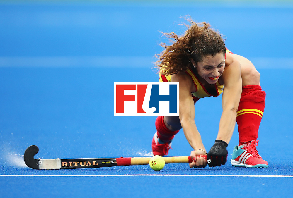 RIO DE JANEIRO, BRAZIL - AUGUST 10:  Georgina Oliva of Spain in action during the Women's Pool A Match between Spain and New Zealand on Day 5 of the Rio 2016 Olympic Games at the Olympic Hockey Centre on August 10, 2016 in Rio de Janeiro, Brazil.  (Photo by Mark Kolbe/Getty Images)