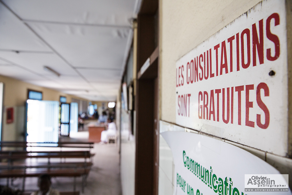 Sign indicating that consultations are free in the pediatrics wing of the Koumassi general hospital in Abidjan Cote d'Ivoire on Friday July 19, 2013.