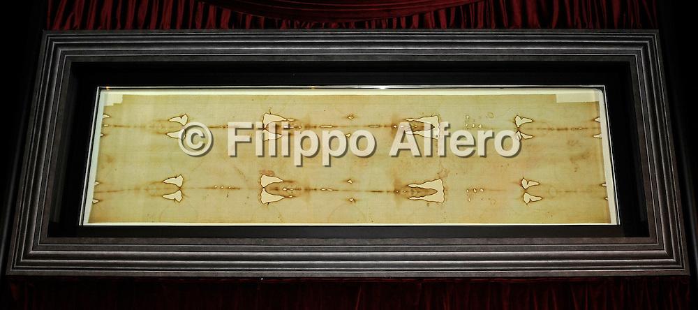 &copy; Filippo Alfero<br /> Solenne ostensione della Sindone<br /> Torino, 10/04/2010<br /> cronaca<br /> Nella foto: la Sindone