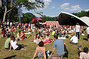 Nederland, Nijmegen, 12-5-2008..MusicMeeting. Fesivalterrein in park Brakkenstein. Het mooie weer zorgde voor veel bezoekers en een goede sfeer...Foto: Flip Franssen
