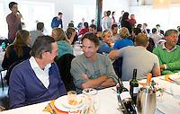 BLOEMENDAAL - Andrew Citroen met Heiko Hulscher. Oud internationals Eby Kessing, Ronald Brouwer en Nick Meijer, alle spelers van Bloemendaal, namen afscheid met een afscheidsdrieluik. COPYRIGHT KOEN SUYK