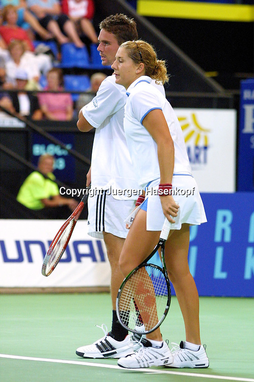 Sport,Tennis,Hopman Cup in Perth,Australien,Mixed<br /> Doubles WM, Team USA, Monica Seles und Jan Michael Gambill in Aktion,action , 04.01.2002<br /> Foto:Juergen Hasenkopf