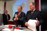 30 SEP 2003, BERLIN/GERMANY:<br /> Roland Koch (L), CDU, Ministerpraesident Hessen, und Peer Steinbrueck (R), Ministerpraesident Nordrhein-Westfalen, nach Ende der Pressekonferenz zur Vorstellung des Programms zum Subventionsabbau, Bundesrat<br /> IMAGE: 20030930-01-024<br /> KEYWORDS: Peer Steinbrück, Ministerpräsident