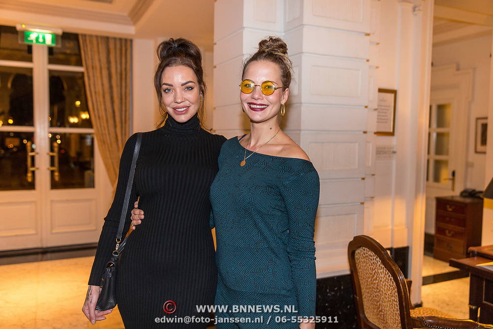NLD/Amsterdam/20191125 - Boekpresentatie Victor Mids, Dorien Rose Duinker met haar zus