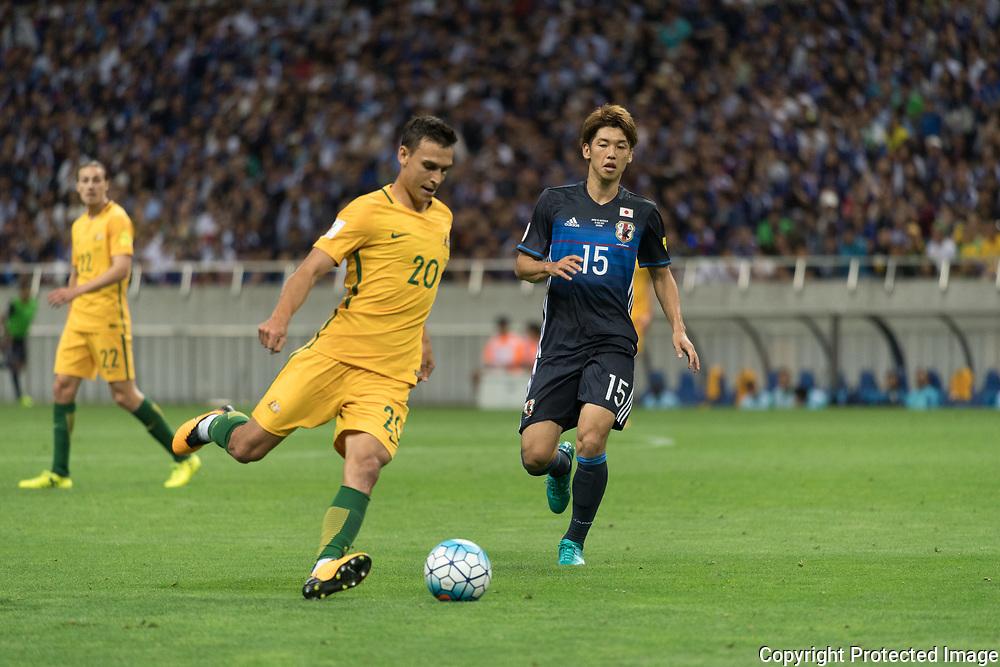 Football Soccer - Japan v Australia - World Cup 2018 Qualifier - Saitama Stadium 2002, Saitama, Japan - 31/08/17. Japan's Yuya Osako and Australia's Mustafa Amini in action. 31/08/2017-Saitama, JAPAN