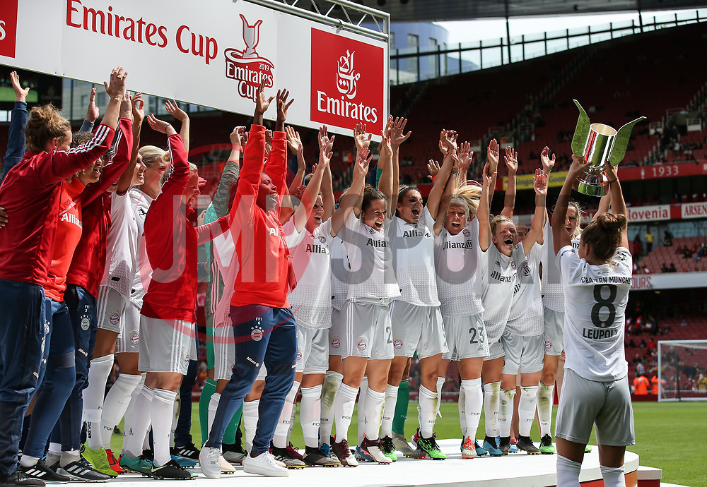 Melanie Leupolz of Bayern Munich lifts the trophy infront of the celebrating players - Mandatory by-line: Arron Gent/JMP - 28/07/2019 - FOOTBALL - Emirates Stadium - London, England - Arsenal Women v Bayern Munich Women - Emirates Cup