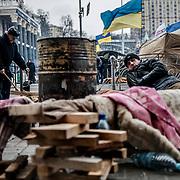 Manifestants au petit matin, sur la place de l'indépendance à Kiev. Afin que le mouvement perdure, une grande partie d'entre eux a décidé de camper sur place. Le 05-12-13