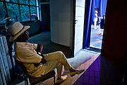 Frankfurt am Main | 25 August 2016<br /> <br /> Blues im Palmengarten 2016<br /> Tommie Harris &amp; Friends feat. Frank Bey,<br /> hier: Frank Bey wartet backstage auf seinen Auftritt.<br /> <br /> Fotocredit: peter-juelich.com<br /> <br /> [F&uuml;r FR: TAGESSATZ | Nutzung nur FR Print, Online, iPad. Keine Weitergabe, Syndication, Lizensierung, Rechteweitergabe, Rechte&uuml;bertragung etc.]