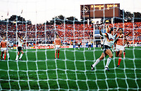 Fotball<br /> EM 1988<br /> Foto: Witters/Digitalsport<br /> NORWAY ONLY<br /> <br /> Lothar MATTHÄUS (rechts)<br /> Elfmeter zum 1:0<br /> Tyskland v Nederland 1-2