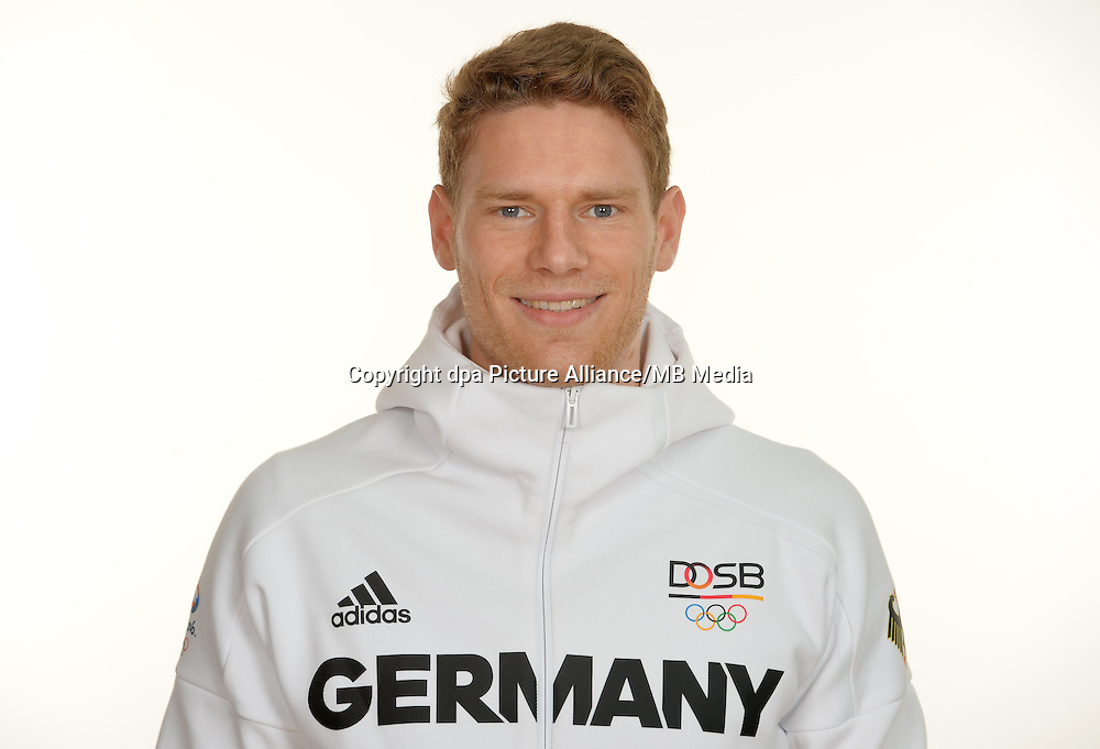 Tobias Reichmann poses at a photocall during the preparations for the Olympic Games in Rio at the Emmich Cambrai Barracks in Hanover, Germany. July 27, 2016. Photo credit: Frank May/ picture alliance. | usage worldwide
