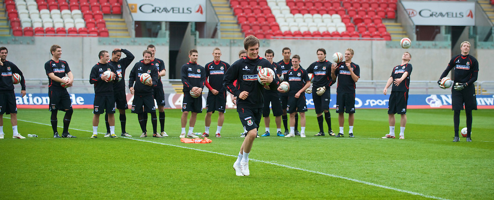 LLANELLI, WALES - Wednesday, May 27, 2009: Wales' Aaron Ramsey prepares to take Sky Sports' cross bar challenge as his team-mates look on after training at Parc Y Scarlets ahead of the International friendly match against Estonia. (Pic by David Rawcliffe/Propaganda)