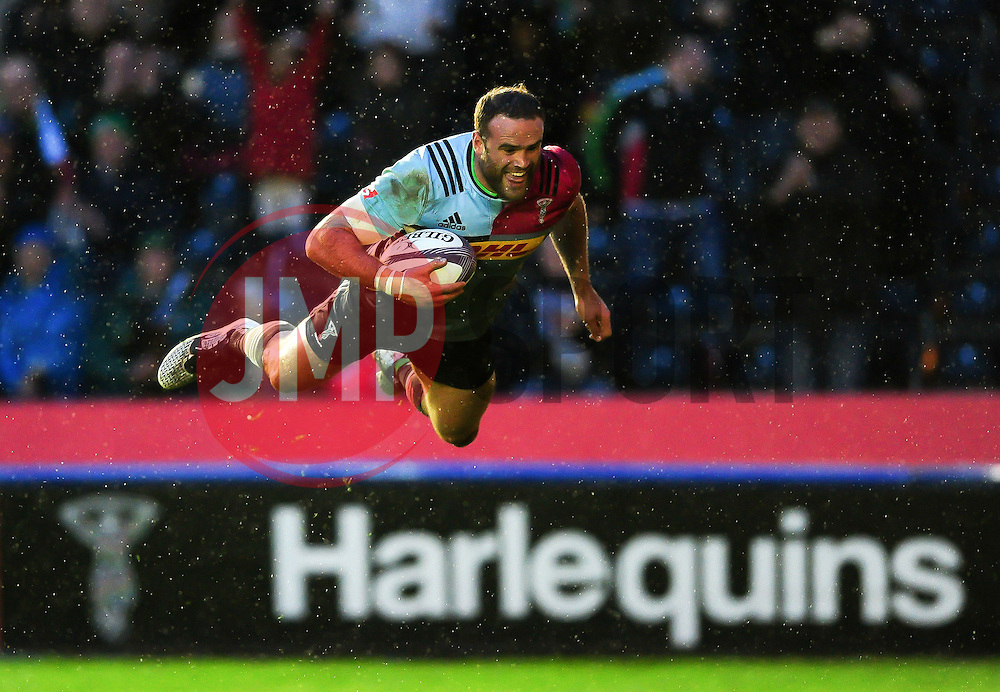 Jamie Roberts of Harlequins scores the opening try of the match - Mandatory byline: Patrick Khachfe/JMP - 07966 386802 - 22/04/2016 - RUGBY UNION - The Twickenham Stoop - London, England - Harlequins v Grenoble - European Rugby Challenge Cup Semi Final.